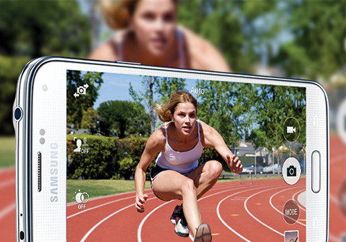 Quickly focus on the action with the pro-quality camera